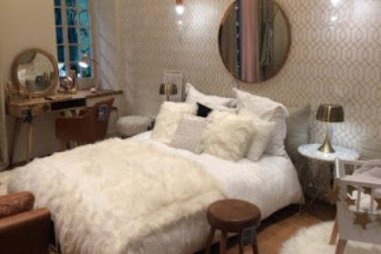 showroom Maisons du Monde espace chambre à coucher avec lit et mobilier de chambre