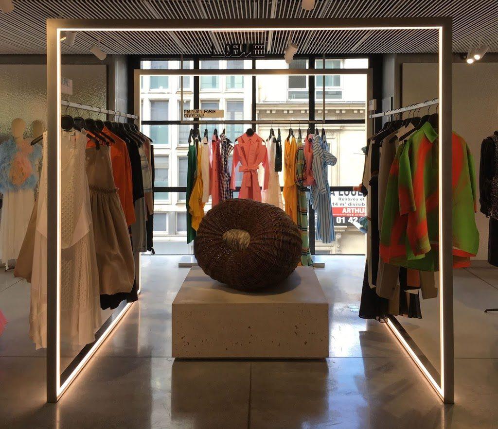 stand de vêtements Loewe aux Galeries Lafayette Champs Élysées