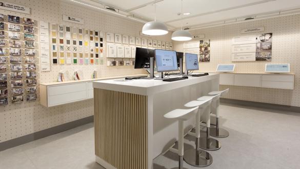 espace Ikea de conceptualisation de salon avec échantillons de sols, de murs, de différentes couleurs et matières